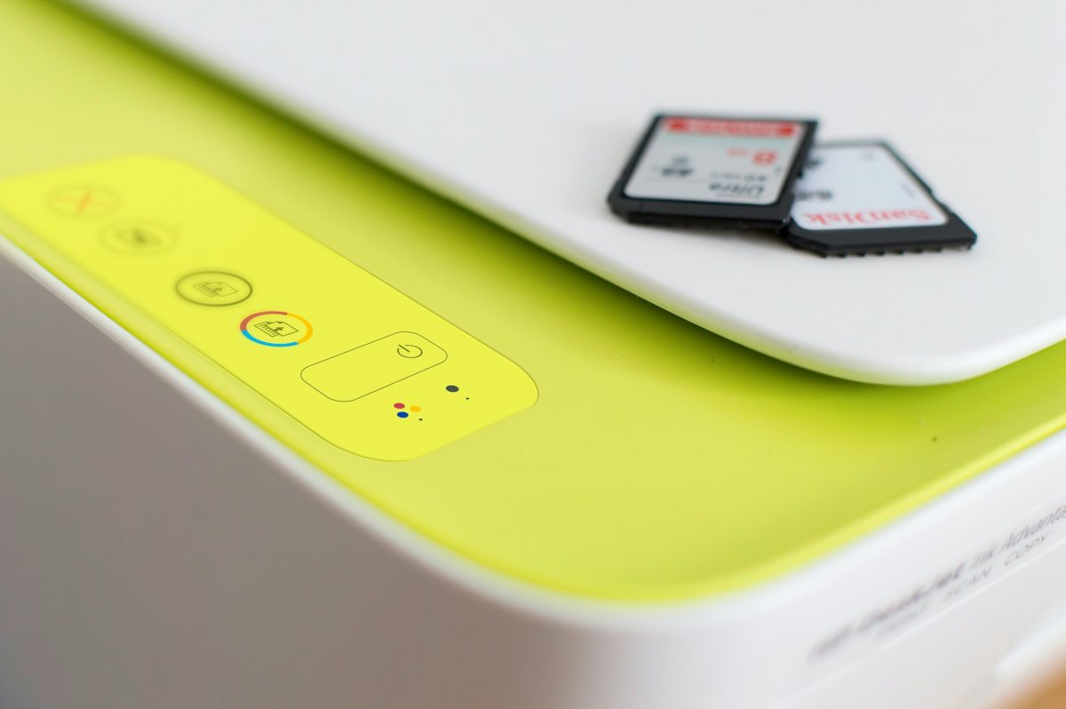 Najlepsze urządzenia wielofunkcyjne do biura – na co zwracać uwagę?